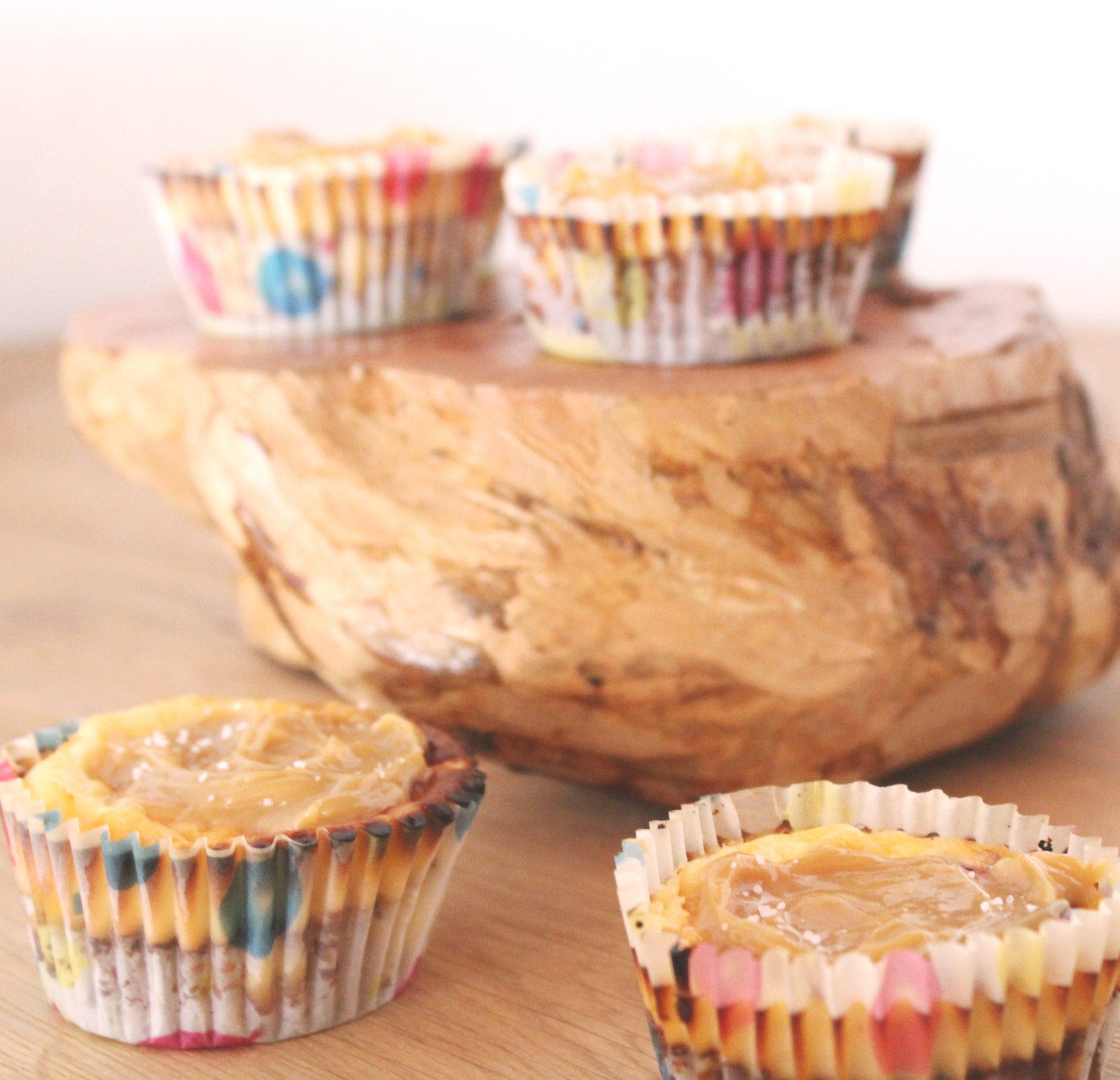 Kaesekuchen-Muffin-mit-gesalzenem-Karamell