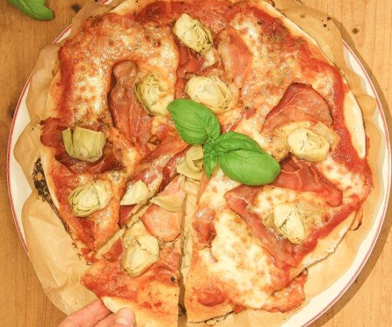 Selbstgemachte-Pizza-mit-Sauerteig